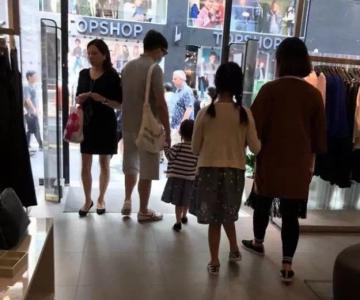 网友香港偶遇黄磊 一家四口幸福羡煞旁人