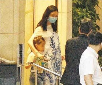 朱丽倩疑有身孕 56岁刘德华又要当爸爸了