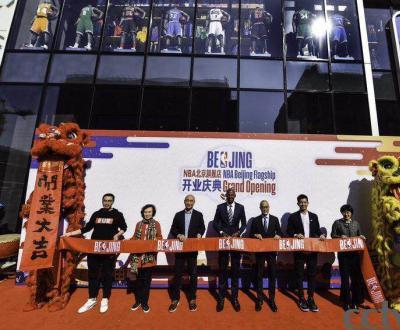 NBA北京旗舰店在王府井隆重开业 传奇射手雷·阿伦现身开业庆典