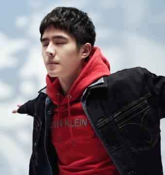 刘昊然 X 《时尚先生》,少年与雕像,坚定又淡然~