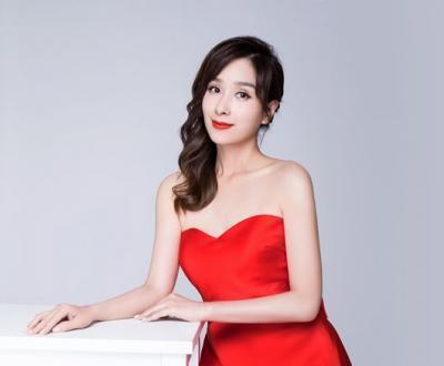 冻龄女神杨恭如情人节写真曝光 抹胸红裙明艳动人