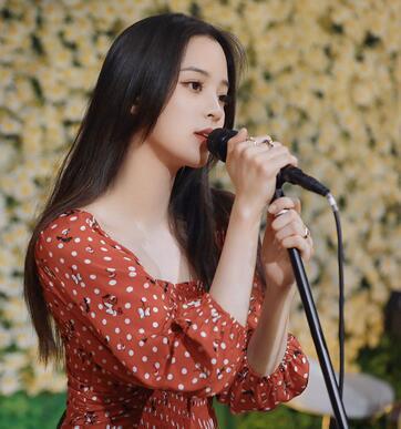 """欧阳娜娜举办直播""""地球(Earth)20欧阳娜娜生日音乐会"""" 和粉丝共度19岁的最后一天"""