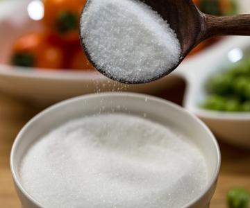 盐水洗脸好吗,正确用盐水洗脸的方法教程